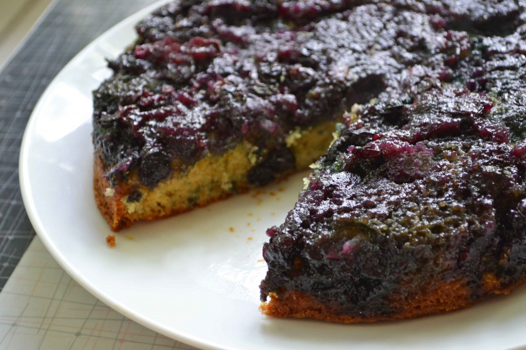 blueberry upside down cake 2 1024x682 Maple Blueberry Upside Down Buttermilk Cake