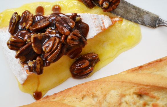 Brie with pecans 2 Short and Sweet: Baked Brie with Maple Pecan Praline