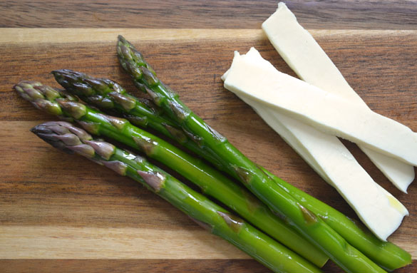 Asparagus w Prosciutto Cheese 4 12 Days: Grilled Asparagus with Queso Fresco & Prosciutto